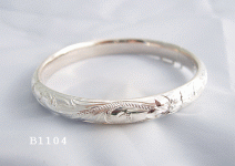 B1104 Hinged Bangle