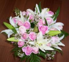 Bouquet of roses and lilies