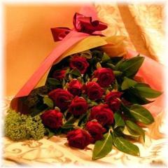 Dozen long stemmed red roses