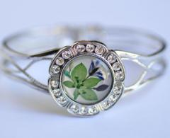 LF 038 pressed flower bracelet