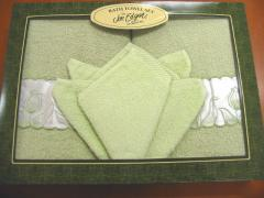 Boxed 2 Satin Trim Towels & 2 Washers