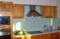 Glass splashbacks installation